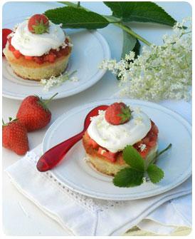 12-Génoise-aux-fraises-et-aux-fleurs-de-sureau
