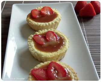 25- Tartelette coco, cheesecake fraises et caramel de rhubarbe