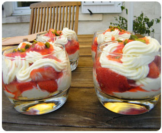 27- Verrine de fraises et crème fouettée
