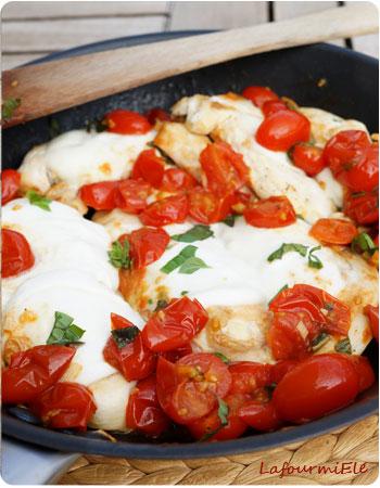 Poulet Caprese mozzarella tomate basilic