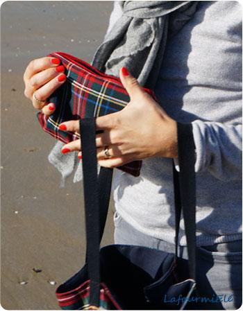 Pochette zippée doublée tartan