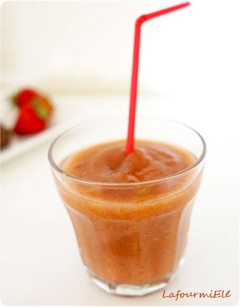 smoothie-pomme-fraise-kiwi-dattes