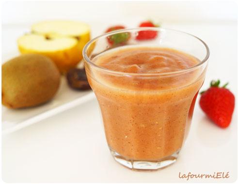 smoothie-pomme-fraise-kiwi-dattes2