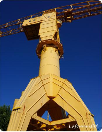 Nantes grue jaune