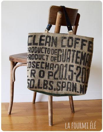 65d6bf61656 Mon vieux cabas et mon sac de café se sont rencontrés pour une opération  upcycling ou « recyclage par le haut ».